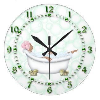 Bulles brillantes de nombres de salle de bains grande horloge ronde