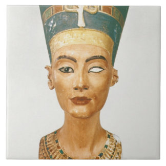 Buste de la Reine Nefertiti, vue de face, du goujo Grand Carreau Carré