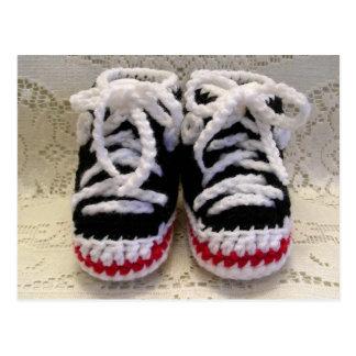 Butins de bébé de chaussures de tennis carte postale