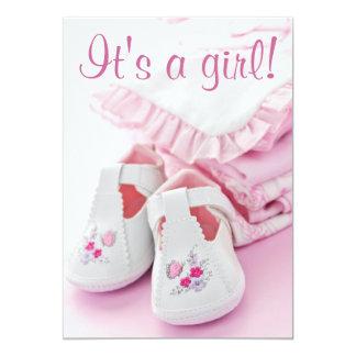 Butins roses et vêtements de bébé carton d'invitation  12,7 cm x 17,78 cm
