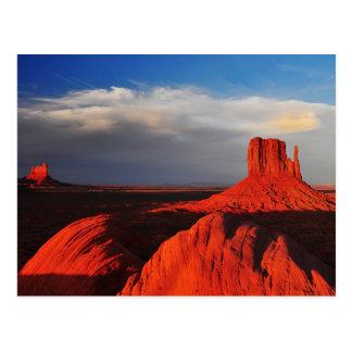 Butte de mitaine en vallée de monument carte postale