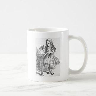 Buvez-moi, Alice au pays des merveilles Mug Blanc