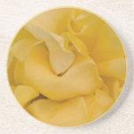 Caboteur de fantaisie de boisson de rose jaune dessous de verre