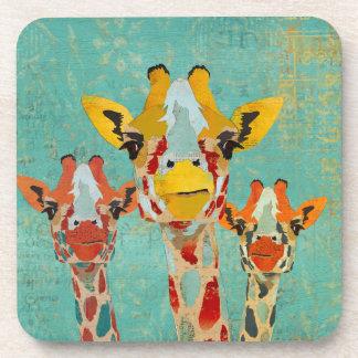Caboteur jetant un coup d'oeil de trois girafes dessous-de-verre