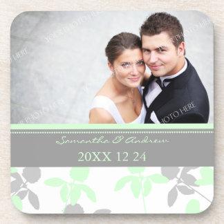 Caboteurs floraux gris de photo de menthe de faveu dessous-de-verre