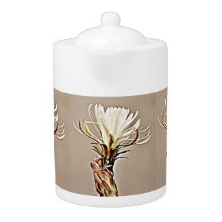 Cactus blanc sur le pot bronzage de thé de fleur