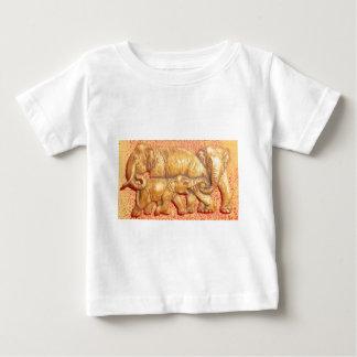 Cadeau coloré abstrait frais de famille d'éléphant t-shirts