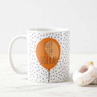 Cadeau d'anniversaire néerlandais de ballon orange mug