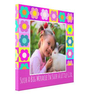 Cadre et texte floraux girly colorés lumineux de toiles