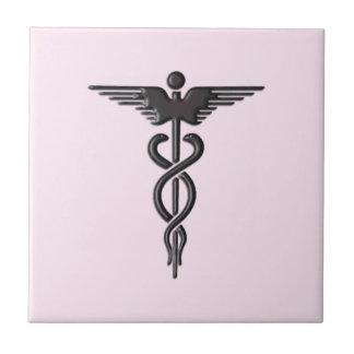 Caducée médical rose petit carreau carré