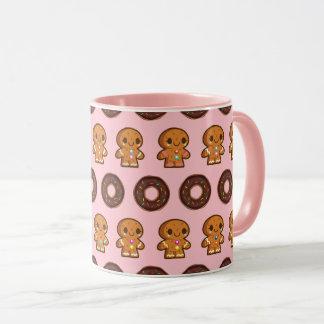 Café et tasse rose de butées toriques