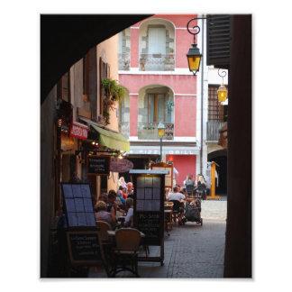 Cafés extérieur, restaurants dans la ville impression photo