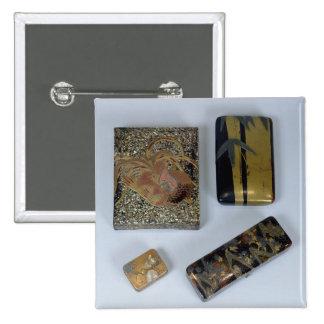 Caisse d'écriture décorée d'un jeune coq badges