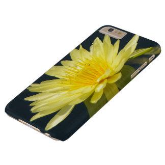 Caisse jaune de téléphone de nénuphar de Lotus Coque iPhone 6 Plus Barely There