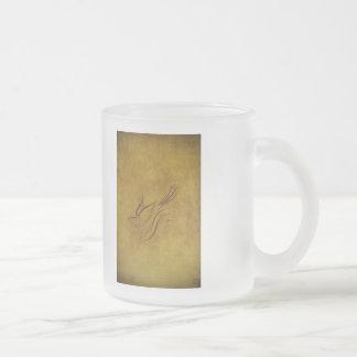 Calligraphie vintage d oiseau sur l or mugs