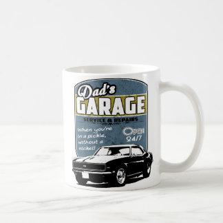 Camaro noir et blanc du garage du papa mug