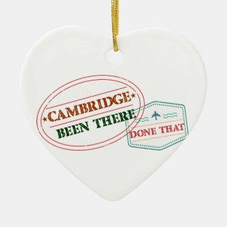 Cambridge là fait cela ornement cœur en céramique