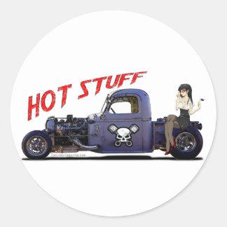 Camion de hot rod avec une fille sticker rond