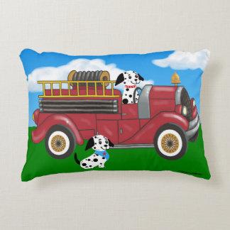 Camion de pompiers et coussin de chiens
