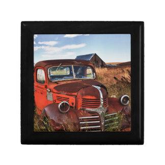 Camion orange de rouillement de Dodge avec la Petite Boîte À Bijoux Carrée