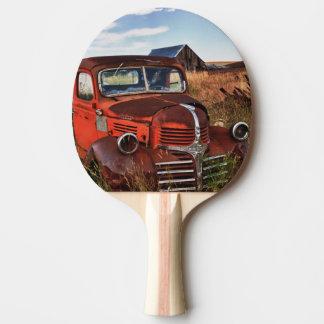 Camion orange de rouillement de Dodge avec la Raquette De Ping Pong