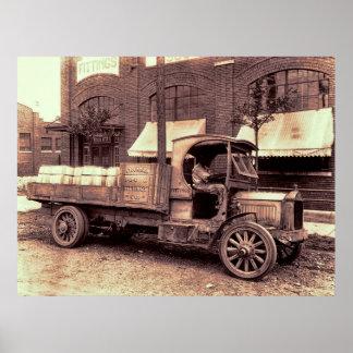 CAMION VINTAGE DE PACKARD - 1919 POSTERS