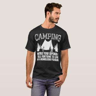 Camper dépensent la fortune vivante comme sans t-shirt