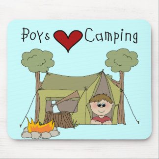Camping d'amour de garçons tapis de souris