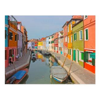 Canal de Venise, île de Burano, petites maisons Carte Postale