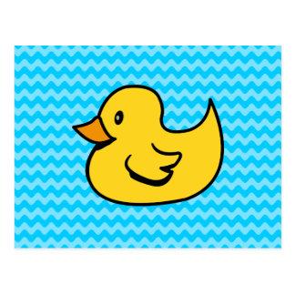 Canard jaune sur des vagues d'Aqua Carte Postale