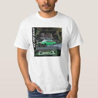 Caneca emballant des T-shirts