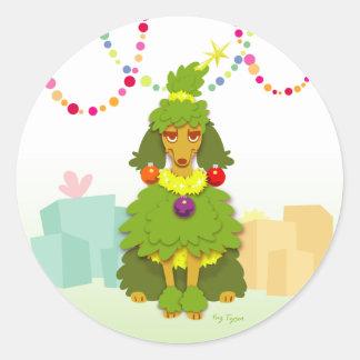 Caniche drôle d'arbre de Noël Sticker Rond