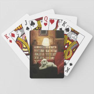 Caniche sur le portrait d'animal familier de jeu de cartes