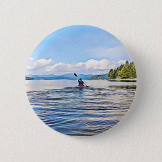 Canoë ou Kayaker sur l'arrière - plan de lac et de Badges