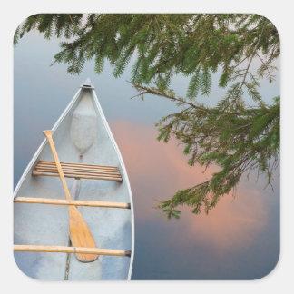 Canoë sur le lac au coucher du soleil, Canada Sticker Carré