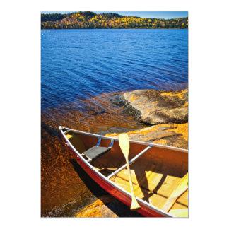 Canoë sur le rivage carton d'invitation  12,7 cm x 17,78 cm