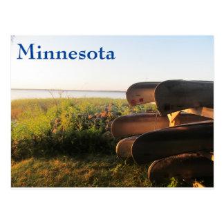 Canoës sur le lac leech carte postale