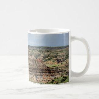 Canyon peint dans les bad-lands du Dakota du Nord Mug