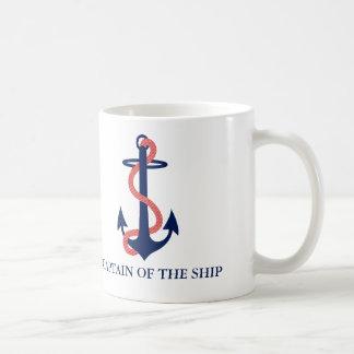 Capitaine de la tasse nautique de bateau avec