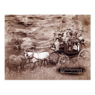 Car vintage d'étape carte postale