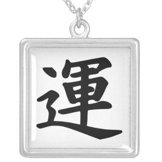 Caractère de kanji pour la chance pendentif carré