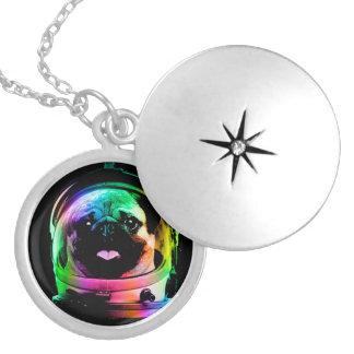 Carlin d'astronaute - carlin de galaxie - l'espace médaillon avec fermoir