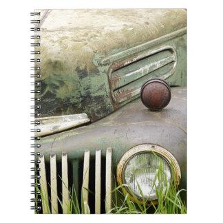 Carnet Automobile rouillée de véhicule d'antiquité de