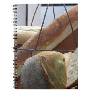Carnet Composition avec différents types de pain cuit au
