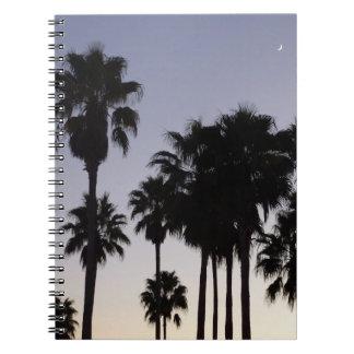 Carnet Crépuscule avec la scène tropicale de palmiers