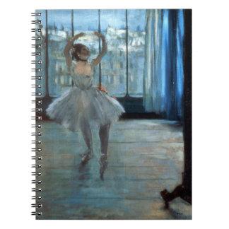 Carnet Danseur d'Edgar Degas | devant une fenêtre