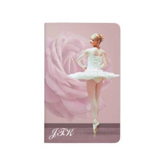 Carnet De Poche Ballerine dans le blanc, rose de rose, monogramme