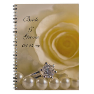 Carnet Épouser de rose blanc, d'anneau et de perles