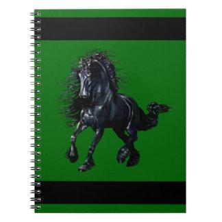 Carnet Étalon frison, cheval noir de beauté, vert