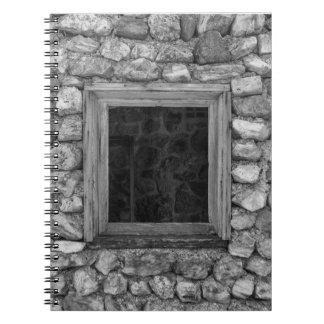 Carnet Gamme de gris de fenêtre de mur de roche